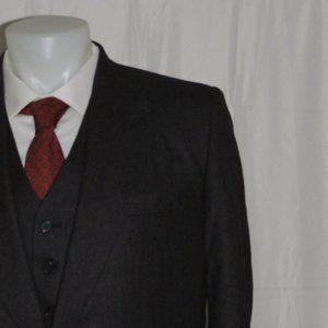 Fioravanti Bespoke Three Piece Two Button Suit 38L